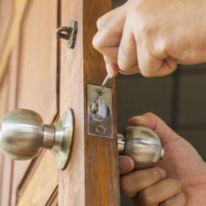 Locksmith Spokane lock installation