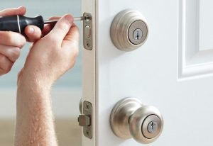Spokane Locksmith lock install