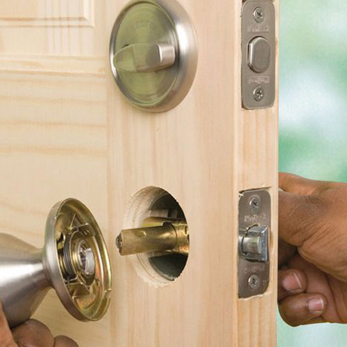 Locksmith Spokane lock install